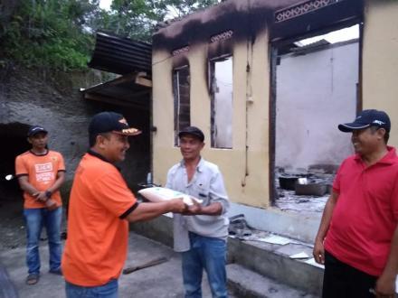 Penyerahan Bantuan Kogistik dari BPBD Kab. Buleleng Kepada Warga Terkena Musibah Kebakaran